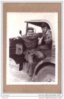 PHOTOS - GUERRE D´ALGERIE - PHOTO - LOT DE 2 PHOTOS - CAMION SIMCA ET DEUX MILITAIRES - Guerre, Militaire