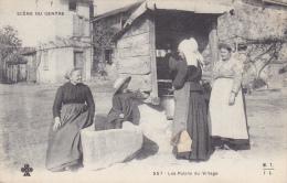 CPA - SCENE DU CENTRE - Les Potins Du Village - France