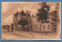 17 - SAINTE SOULLE --  Chateau - France