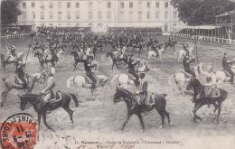 Cp , MILITARIA , Saumur , École De Cavalerie, Carroussel , Doublé - Caserme