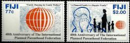 FIJI ISLANDS PLANNED PARENTHOOD CHILD WOMAN SET OF 2 STAMPS ISSUED 1993 MINT SG? READ DESCRIPTION !!! - Fidji (1970-...)