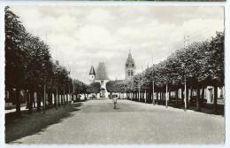Cpsm Bon Etat 9x14cm , Bresles , Carte Rare ,  Place Du Marché , Entrée Mairie , église , Voir Le Verso - Francia