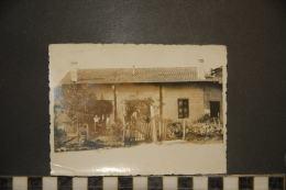 PHOTOGRAPHIE  1933  MAISON FLEURIE ANIMEE - Places