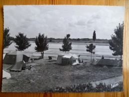 45 : Meung-sur-Loire - Le Camping Et La Loire - Animée : Petite Animation / Tentes Plan Inhabituel - (n°616) - France