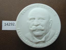 Medalla De Porcelana De Meissen , Ferdinand Graf Zeppelin Meissen Porzellan Medaille - Alemania