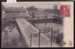 Annam - Hué - Portiques De Bronze Dans Le Palais - 1905, Timbre Indochine Fr. ; Pli Et Tache Au Coin Inf Dt (12´672) - Viêt-Nam
