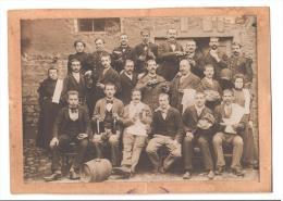 63 Saint Gervais D'Auvergne Photo De Groupe Vin Vignoble Tonneau  à Localiser Et Identifier N° 1885 - A Identifier