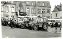 15 MURAT Lot De 8 Photos De Jack ANDRAL Rassemblement Controle Usine 1974 Tracteurs Zetor Devant La Mairie N°1934 - Murat