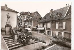 Isère - 38 -saint Geoire En Valdaine  Le Monument Et Le Bourg Camion Citroen Alimentation Banania - Saint-Geoire-en-Valdaine