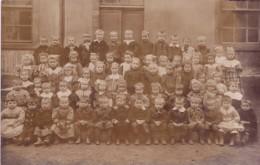 CPA  PHOTO. PHOTOGRAPHIE DE CLASSE.  ENFANTS. BEBES MULTIPLES . - Children And Family Groups