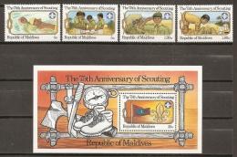 SCOUTS - MALDIVAS 1982 - Yvert #896/99+H81 - MNH ** - Movimiento Scout