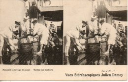 Carte Stereoscopique. A Bord D'un Cuirassé. Lavage Du Pont. Tordez Les Fauberts - Warships