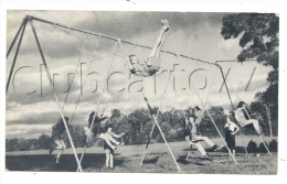 Ferrisburgh (Etats-Unis, Vermont) : The Swings In The Champlain School  In 1945 (lively). - Etats-Unis