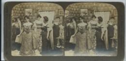 38Pt    Photo Stereoscopique Groupe De Jeunes Filles Femmes S'habillant Pour Le Bal - Stereoscopische Kaarten