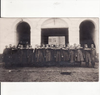 Carte Postale Photo Militaire GENT-GAND (Belgique-Flandre) -1er Régiment Artillerie -Le Piquet-Caserne - VOIR 2 SCANS - - Gent