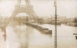 CARTE PHOTO : PARIS LA TOUR-EIFFEL INONDATION DE 1910 WAGON TRAIN CRUE DE LA SEINE PHOTO VAUGIRARD J. MAQUET - Eiffeltoren