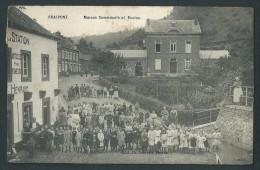 Fraipont - Maison communale et Ecoles. Magasin Henrard. Grande animation. Voyag�e en 1908.