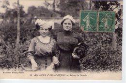 En Anjou..animée..retour Du Marché..jeunes Angevines..coiffes - Altri Comuni