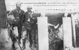 WW1  -   DANS LES TRANCHEES ALLEMANDES POILUS - Guerra 1914-18