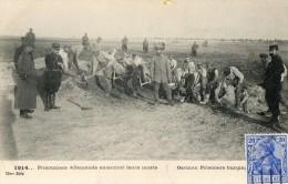 WW1  -  PRISONNIERS ALLEMANDS ENTERRANT LEURS MORTS  LE DELEY - Guerra 1914-18