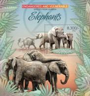 Uganda. 2012 Elephants II. (410b) - Elephants