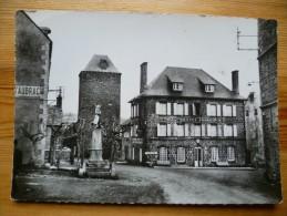 12 : Aubrac - La Tour Et L'Hôtel D'Aubrac - Station De Repos - Cure D'Air - CPSM GF - Plan Inhabituel - (n°715) - Francia