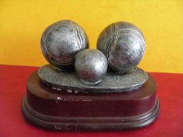 Trophée De Pétanque, Sculpture De 9 Cm Ht -Trophy Bowls, Sculpture 9 Cm Ht - Bocce