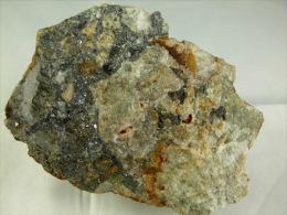 GALENE PYRITE ET MOUCHES DE CHALCOPYRITE DANS ROCHE SILICIFIEE 7, X 6, X  CM VINZIEUX - Minéraux