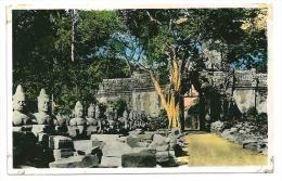 Indochine Cambodge Angkor-Thom Porte De La Victoire. (+300 CPA Sur L'Indochine En Cours) - Cambodge