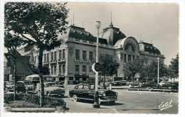 TROUVILLE - Le Casino (automobiles Dans La Rue...) - Trouville