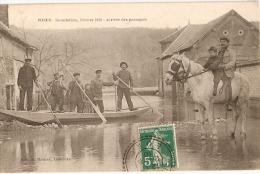 Village De POSES - Eure - INONDATION De 1910 - ARRIVÉE Des PASSAGERS En BARQUE (Maurer éditeur) - Autres Communes