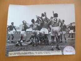 Photo Originale  Midi Libre 24 X 18.Rugby. Narbonne Contre Agen.18/2/51 - Sport