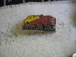 Pin´s Auto-casse ROBERT. Camion Porte Voitures - Transportation