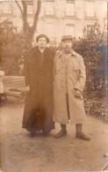 Photo Originale D'un Couple, Dame En Deuil, Homme En Capote (20.42) - Guerre, Militaire