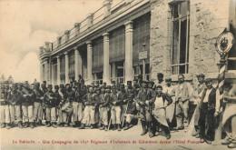 88 LA SCHLUCHT - UNE COMPAGNIE DU 152 Eme REGIMENT D INFANTERIE DE GERARDMER DEVANT L HOTEL FRANCAIS - France