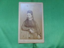 ANCIENNE  PHOTO  SUR CARTON  / PORTRAIT DE  FEMME / A.LIEBERT - PARIS - Ancianas (antes De 1900)