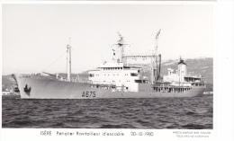 Batiment Militaire Marine Nationale Isere Petrolier Ravitailleur D Escadre A 675 20-10-1980- Avec Equipage  Marius Bar - Oorlog