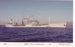 Batiment Militaire Marine Nationale Isere Petrolier Ravitailleur D Escadre A 675  1-1977 Couleur  Equipage  Marius Bar - Guerre