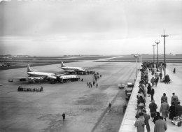 (CPSM) (94)  ORLY, Aéroport De Paris, Aire D'embarquement Et Terrasse,  Avion, Jamais Voyagée - Orly