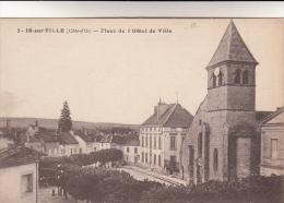 CPA Is sur Tille, Place de l'H�tel de Ville (pk12377)