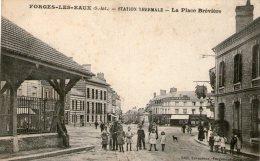 FORGES-les-EAUX - La Place Brévière - 1930 - - Forges Les Eaux