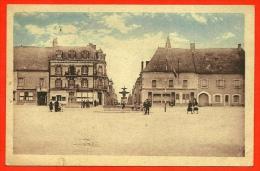 CPA 18 HENRICHEMONT Cher - Place Henri IV Côté Nord ° Edit. Auternaud - Henrichemont