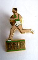 Pin´s BNP 20 ANS DE SPONSORING ROLLAND GAROS COURREUR DECAT - Athletics