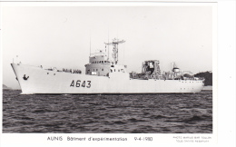 Batiment Militaire Marine Nationale Aunis A 643 Batiment D Experimentation 9-4-1980 Proue  Avec Equipage  Marius Bar - Warships
