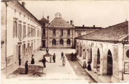 SAINT ANDRE DE CUBZAC - La Mairie - La Poste - Le Marché     (60849) - France