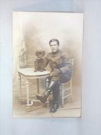 Carte Photo. Militaire Et Chien. R.Gallais. Paris. Bld.Bonne-Nouvelle. - Krieg, Militär
