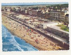 LUC-SUR-MER - CPSM - VUEGENERALE AERIENNE DU CENTRE DE LA PLAGE - LE CASINO - LES HOTELS - CPSM ANIMEE - Luc Sur Mer
