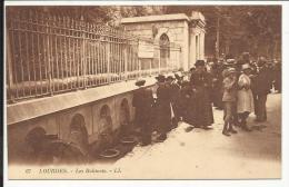 LOURDES , Les Robinets , CPA ANIMEE - Lourdes