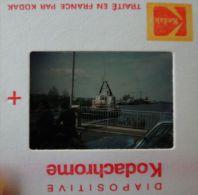 Photo Benouville (Calvados 14) Passage Bateau - Pont Levé - Cyclomoteur, Mobylette / Diapo Kodak 1976 - Boats
