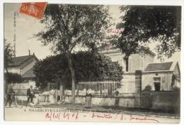VILLENEUVE LA COMTESSE. - Ecole De Garçons Et Filles - France